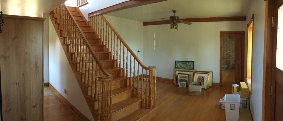 Entrée et escalier avant