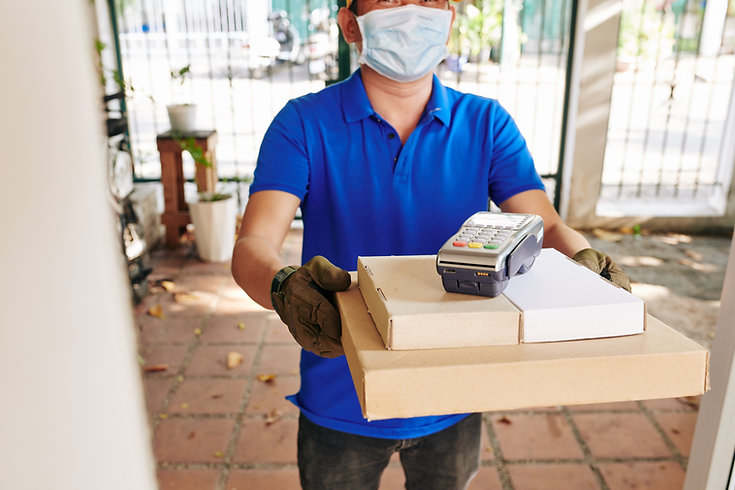 courier-delivering-pizza-G3RCJ3B.jpg