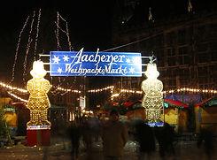 Weihnachtsmarkt_Aachen_(Eingang_Markt).j