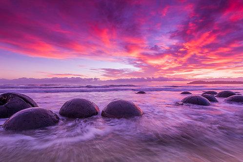 Moeraki boulders  130x70