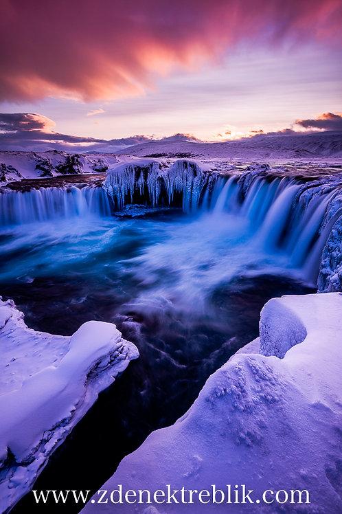 Zmrzlý vodopád  70x100