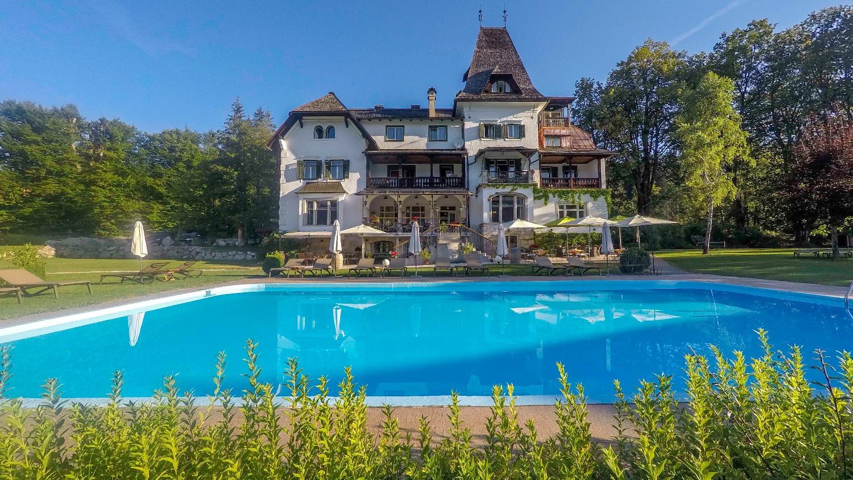 Hotel_Schwimmbad_01_edited