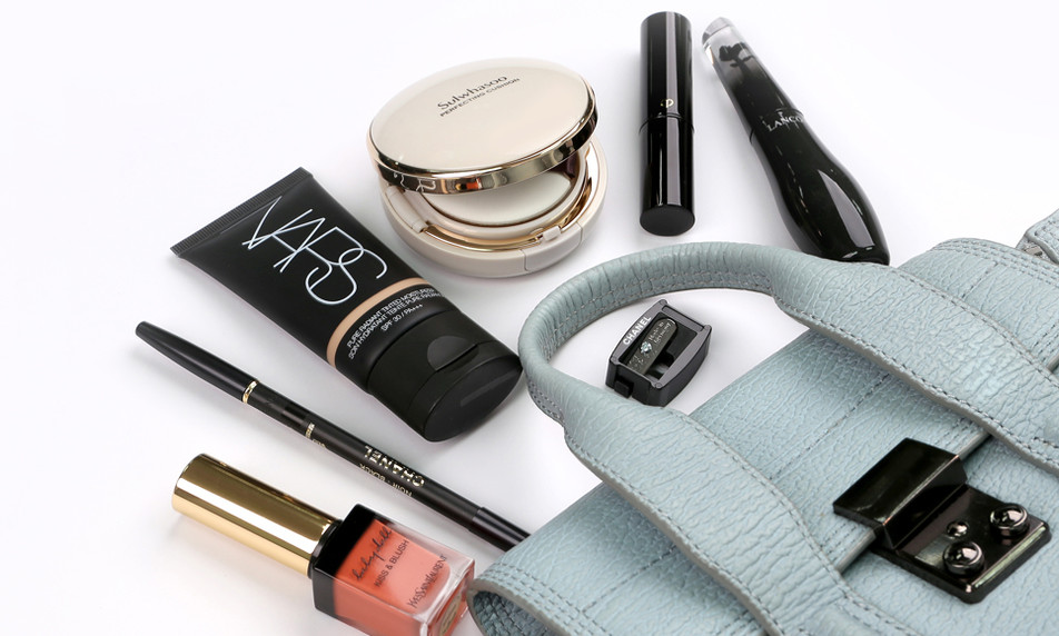 7 Staples for On-The-Go Makeup