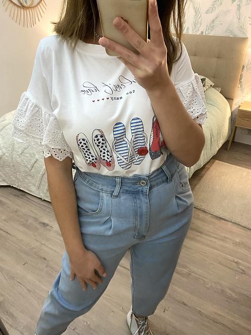 T-shirt girl shoes