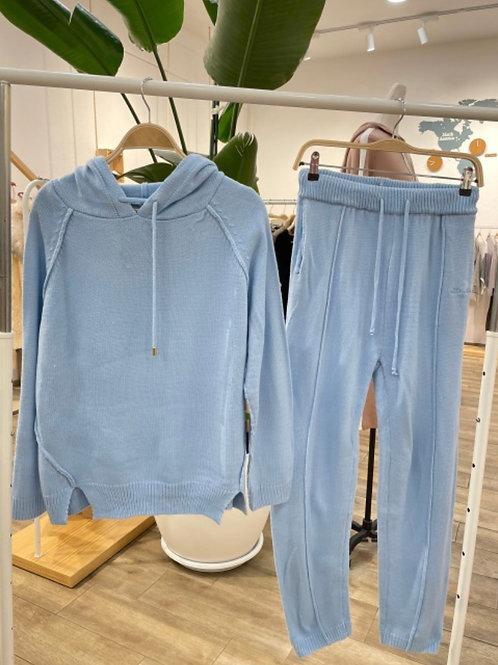 Conjunto de malha com capuz azul
