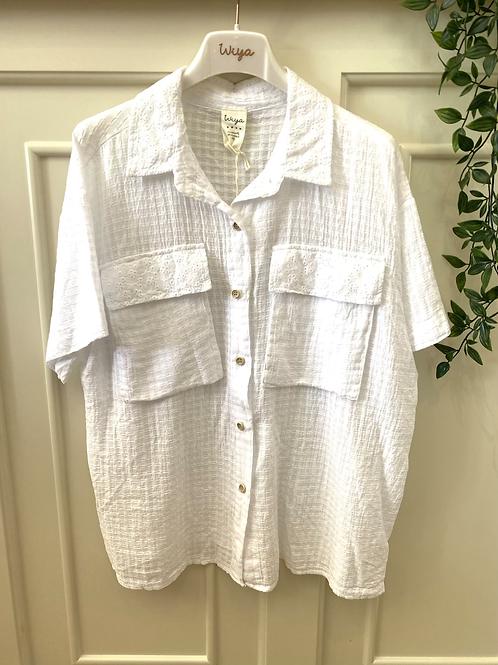 Camisa com bolsos bordado inglês