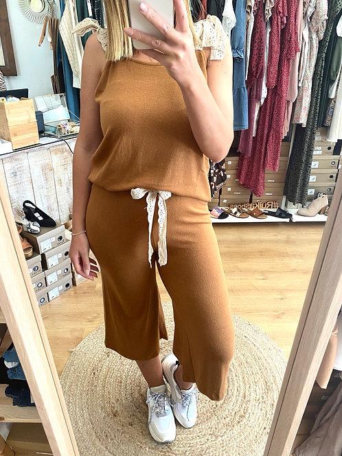 Conjunto de malha calças + top camel