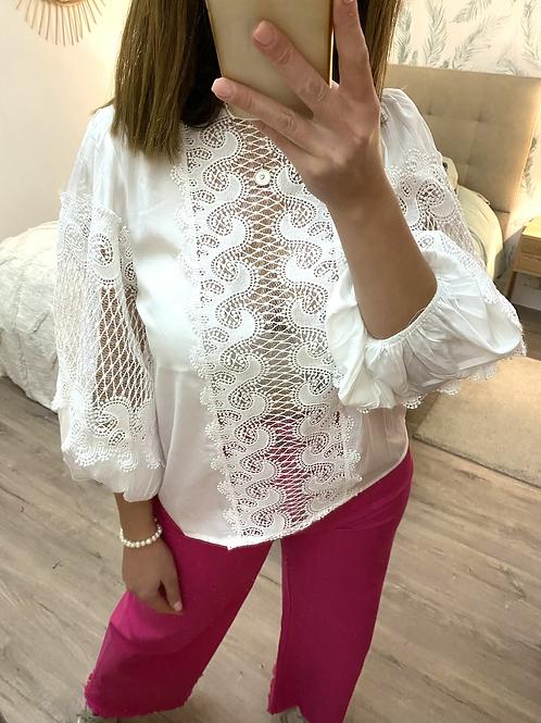 Blusa branca bordada manga balão