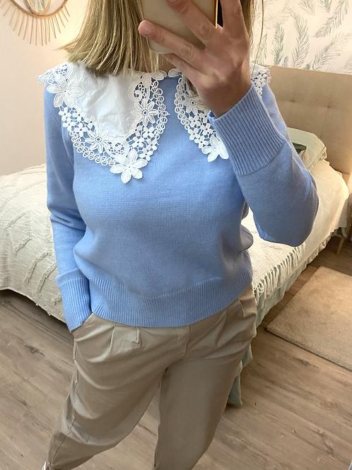 Camisola de malha gola bordada azul