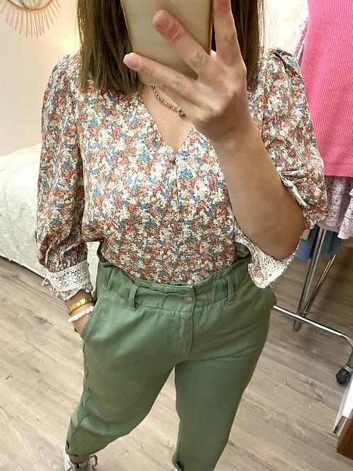 Blusa florzinhas com renda