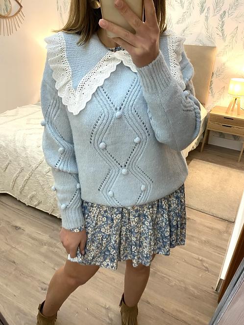 Camisola de malha berloques e gola com renda azul