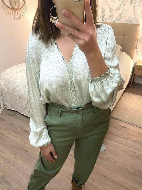 Blusa verde padrão leopardo