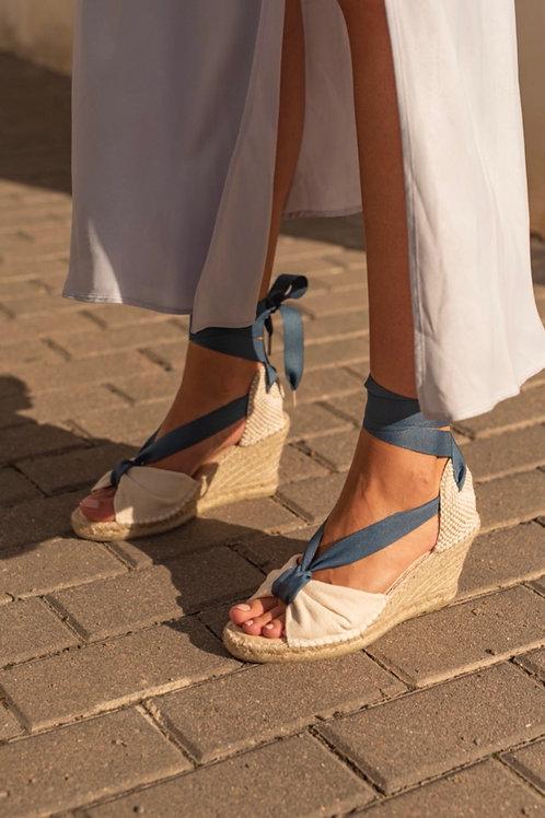 Sandália de cunha laçada azul Macarena
