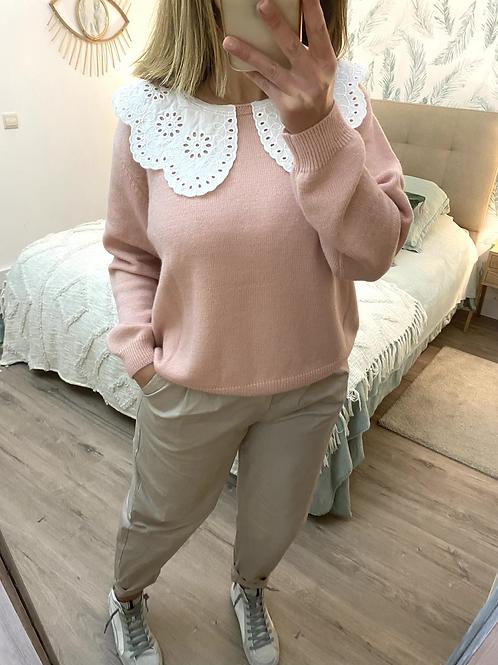 Camisola de malha rosa com gola bordada