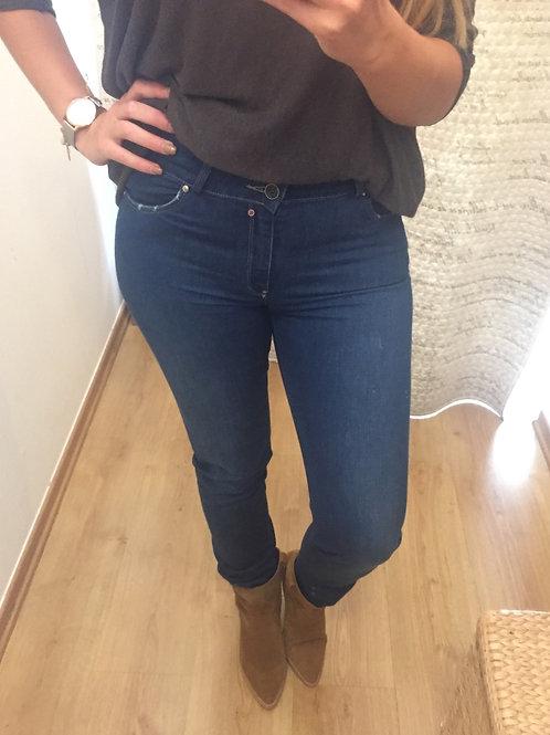 Calça ganga cintura subida perna direita Chic Dress