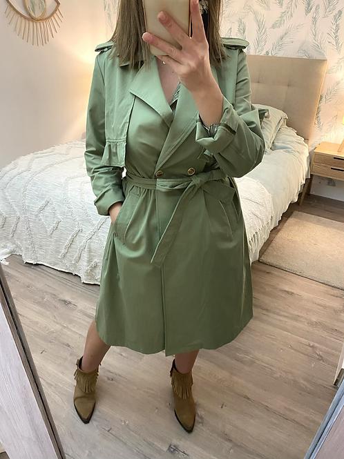 Gabardina verde com folhos