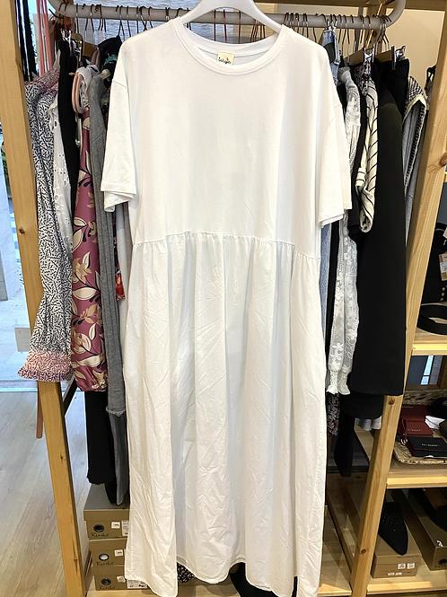 Vestido branco liso com bolsos