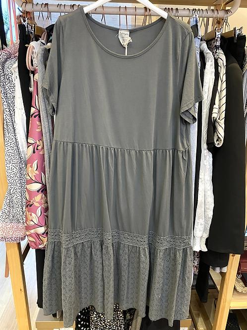 Vestido midi algodão e bordado inglês cinza