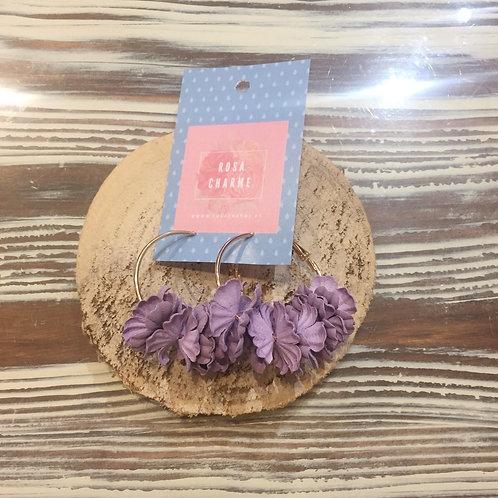 Argolas douradas c/flores lilás