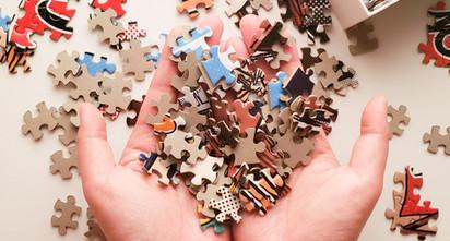 puzzle-sensei_-hands-holding-loose-puzzl
