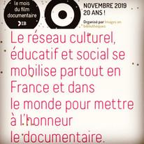 LE MOIS DU DOC NOVEMBRE 2019   Organisé par Images en Bibliothèque LE MOIS DU DOC propose de promouvoir le documentaire de création. Dans toute la France avec 700 bibliothèques, 350 cinémas, plus d'une centaine d'écoles, collèges, lycées et universités, plus de 500 établissements culturels et associations et une centaine de structures sociales.   En partenariat avec la société de production grenoboise Seven Doc et la Médiathèque départementale de l'Isère, l'association O.T T E.u.R participera à la 20eme édition .   Rendez vous dans la vallée du Grésivaudan   3 projections gratuites 3 films  3 bibliothèques   🎥 [SKIPPERS D ALTITUDE ]  le 15 novembre 19 à 19h30 à La Bibliothèque du Touvet   . 🎥 [MARCO SIFFREDI , étoile filante 💫] Le 16 novembre 19 à 18h à la Bibliothèque des Adrets    🎥 [ GUIDES ET Cie] 22 novembre 19 à 19h30 à la Bibliothèque du Versoud.