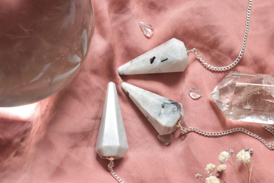 pendule divinatoire pierre de lune arc en ciel