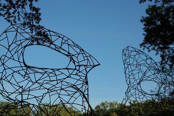 Екоскульптура Діалог метал, дикий виногр