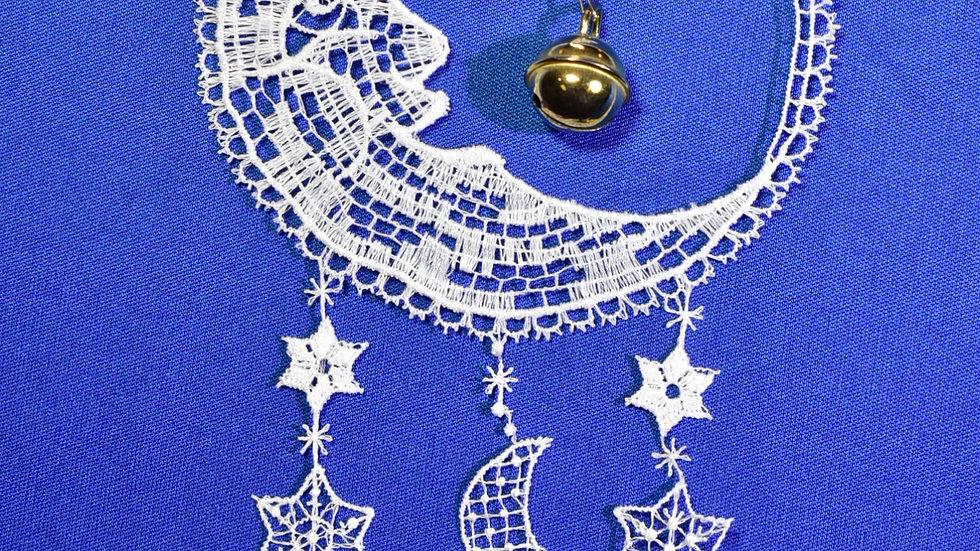 Mond mit Metallschelle / Moon with metal bell