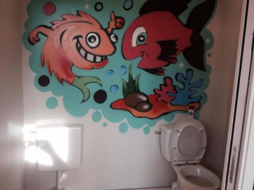 Toilettes adultes et enfants