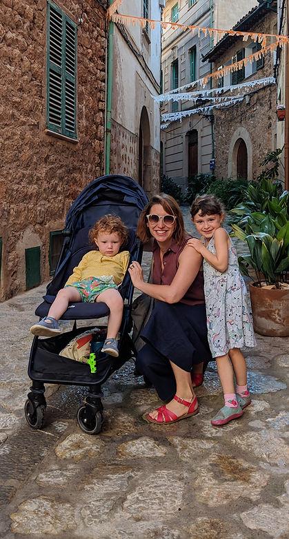 Jana Phillips, Hypnobirthing teacher with her two children