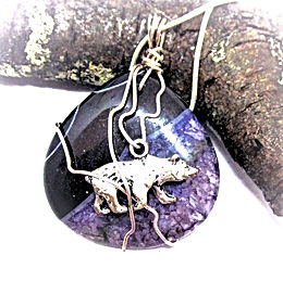 Bear on Agate Pendant Necklace