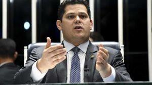 Senador questiona uso de fundo eleitoral e partidário no combate ao coronavirus.