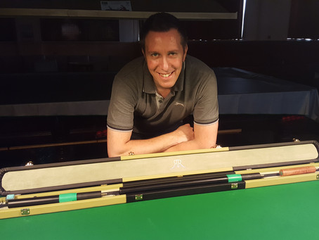 Dominic Dale and his new RR Cue Case