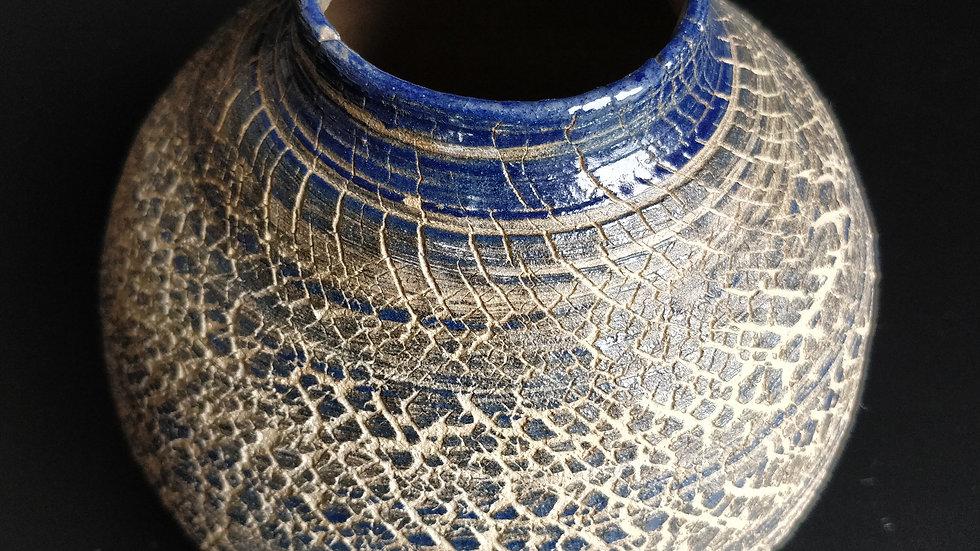 Stoneware pot in blue