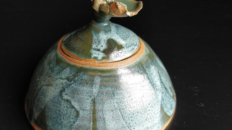 Ash-glazed green lidded pot