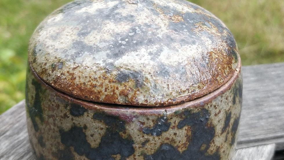 Round lidded box