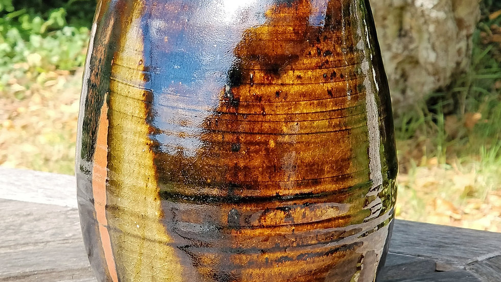 Stoneware vase with oval rim