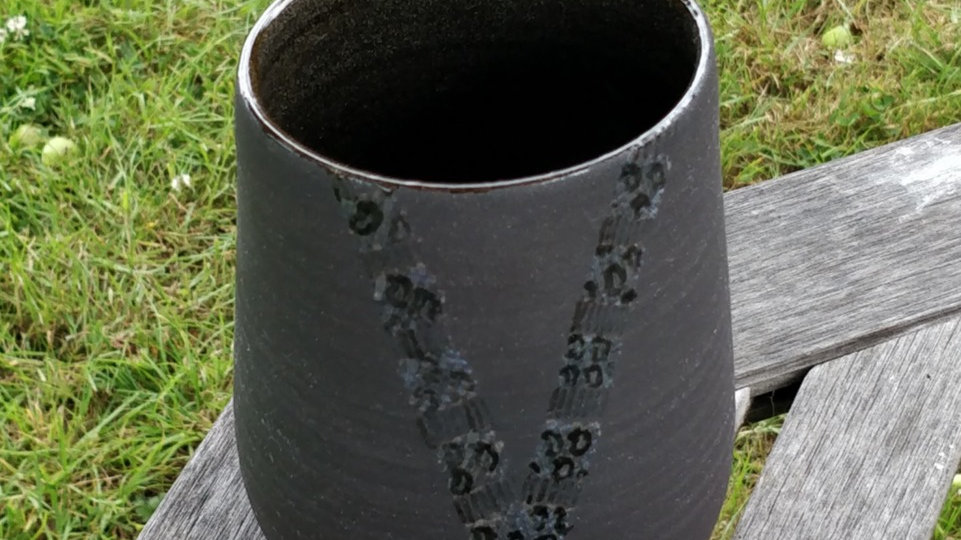 Vase in burnished black clay with handpainted pattern