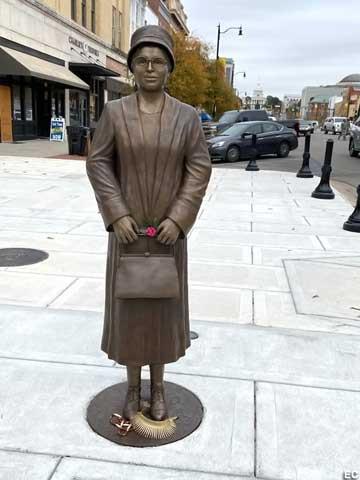 Rosa Parks Montgomery AL.jpg