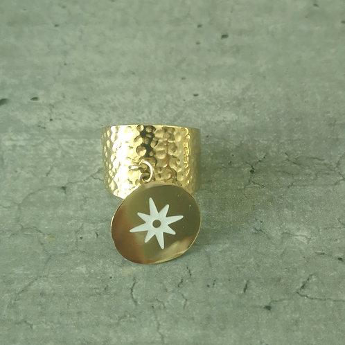Bague martelée en acier doré, avec sa pièce associée