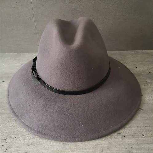 Chapeau gris foncé forme Traveller