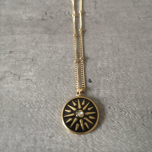 Collier médaille ronde en émail noir et strass