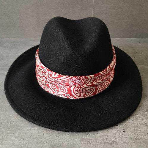 Chapeau noir forme Borsalino