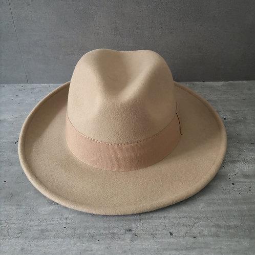 Chapeau camel forme Fedora