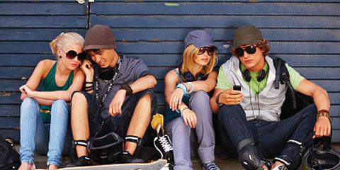 homefeature-teenscellphones