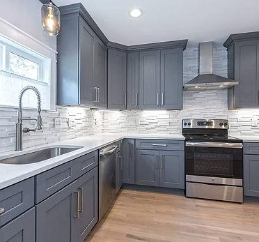 Kitchen-Backsplash-Ceramic-tile-and-backsplash-tile-installation-in-Vancouver