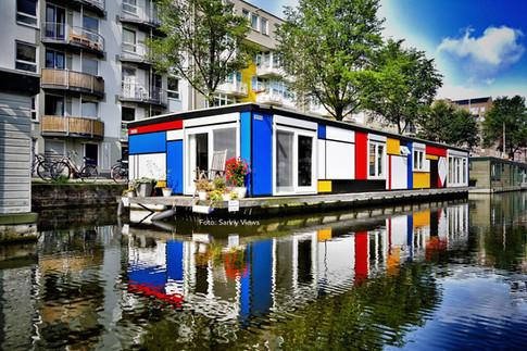 Mondrian HouseBoat in Amsterdam