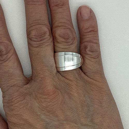 Spoon Ring Minimalist Pattern