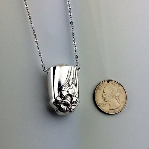 Daffodil Hollow Handle Pearl Pendant