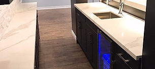 Custom-made Bar cabinet / white quartz top